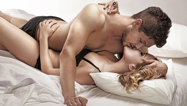 yatakta amcığımla oynarken orgazm oldum